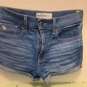 Girls size 14 jean shorts. Great condition!
